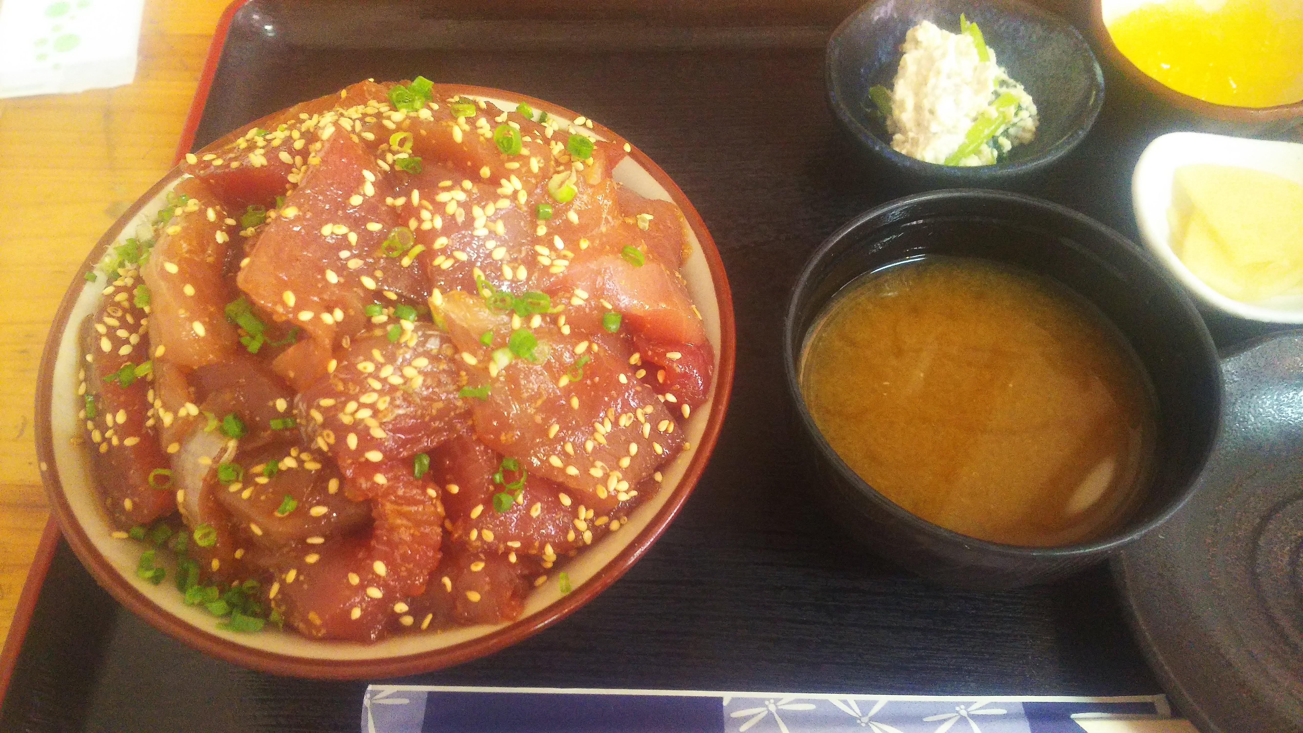 魚まるてんこ盛り丼3